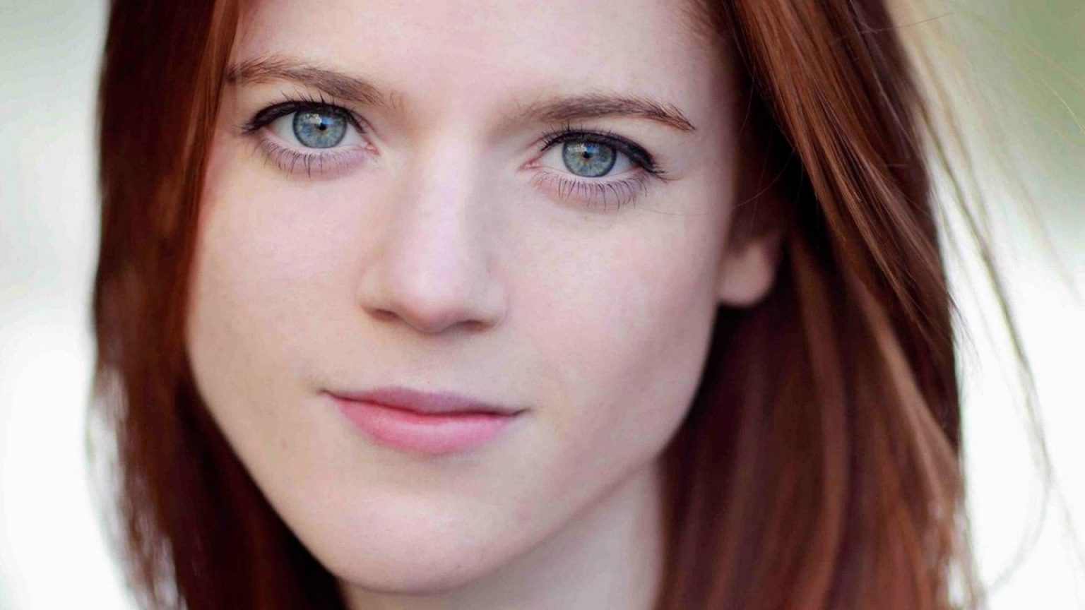Rose Leslie - All Body Measurements Including Boobs, Waist, Hips and More - Measurements Info