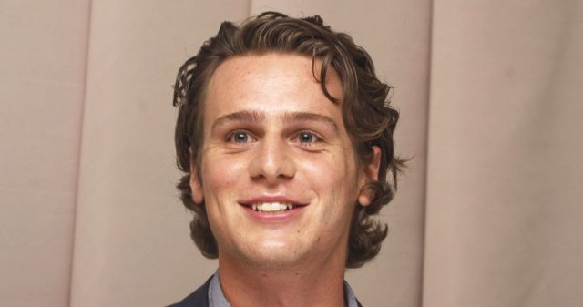 Jonathan Groff Body Measurements Height Weight Shoe Size