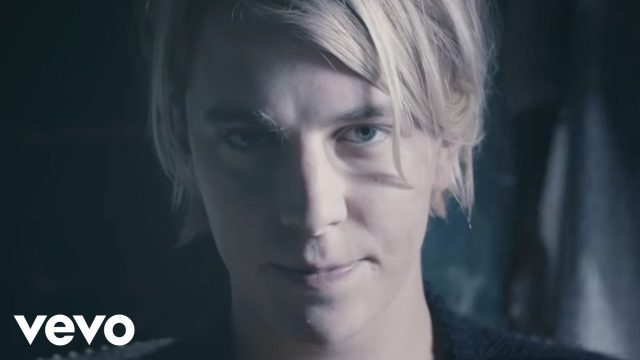 Tom Odell Body Measurements Height Weight Shoe Size